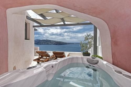 Superior Suite with Outdoor Hot Tub